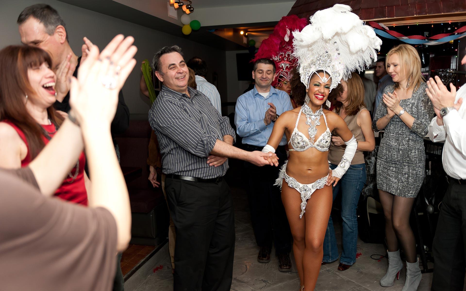 bkg-shows-cuban-salsa-samba-vegas-dancers-5
